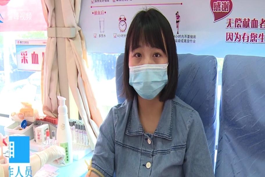 医护人员带头撸袖献血,年轻护士称