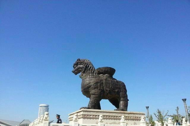 沧州铁狮子,重32吨已屹立千年,没曾想因专家自作聪明的保护倒下