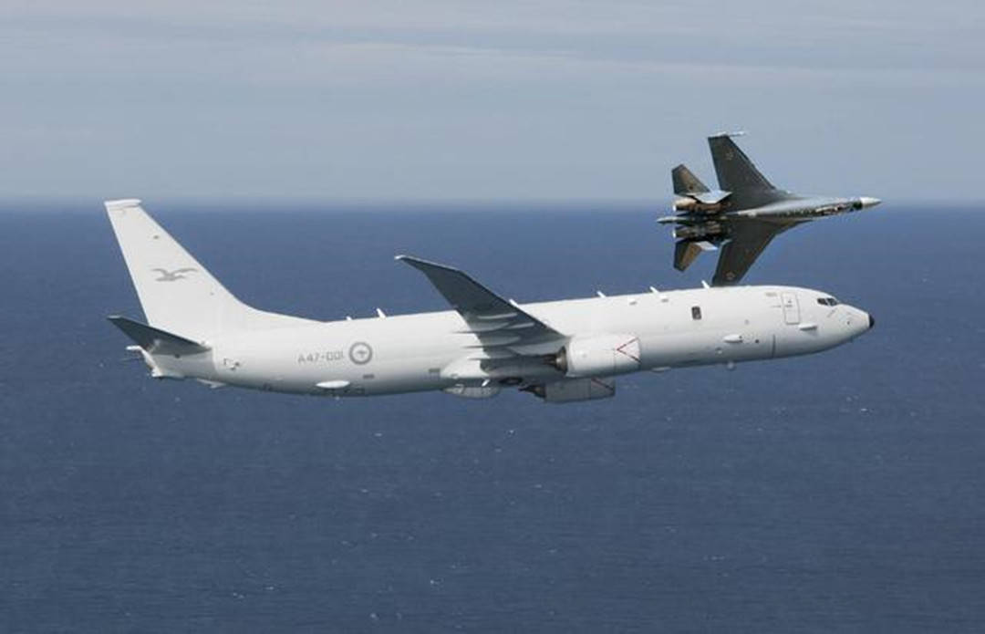 美国要动真格了?陆海空三军同步行动,多架军机轮番挑衅俄罗斯