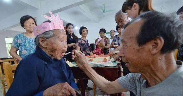太长寿的老人,作为子女应该如何照顾?总结:有3个问题在所难免