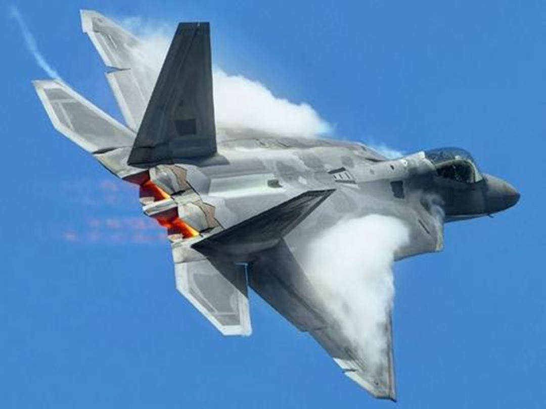 F22被国产雷达锁定瞄准,警告侵犯领空就击落,美飞行员跳伞弃机
