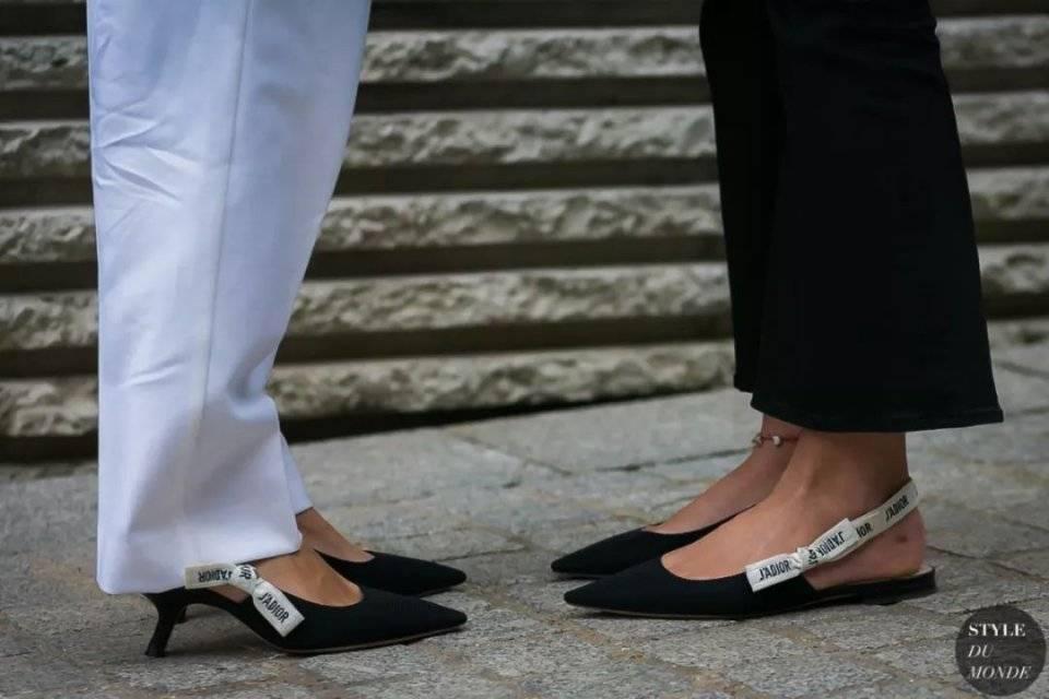 凉鞋还得穿经典款,这4双杨幂宋祖儿都在抢着穿,怎么搭配都时髦