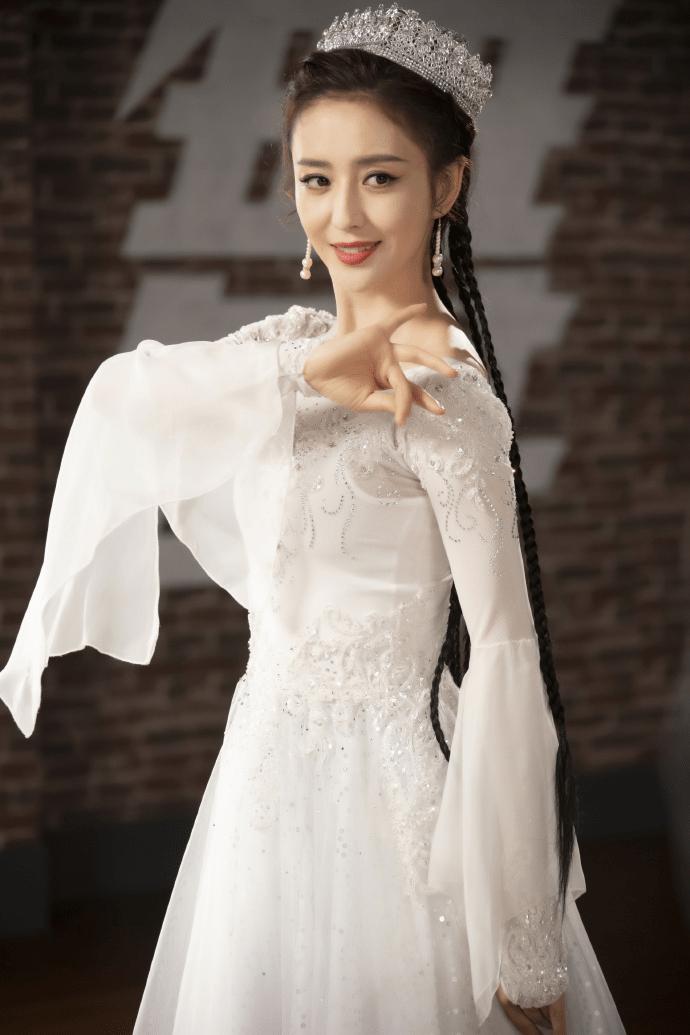 佟丽娅化身白衣舞者,舞姿曼妙很吸睛,网友:宛如仙女下凡!