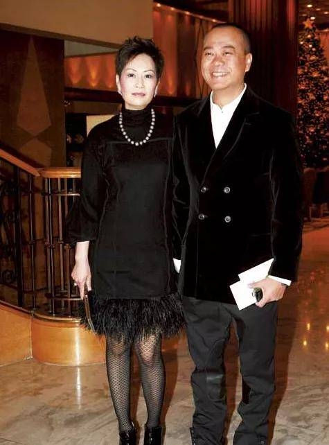 """原创             劝佘诗曼""""冻卵""""的欧阳震华,妻子身份显贵,却坚持""""丁克""""24年"""