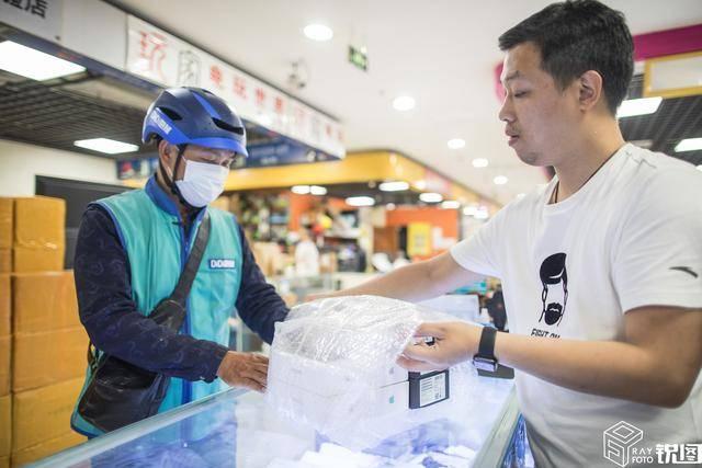跑腿小哥专接杭州各大数码城订单单月专送上百万货品