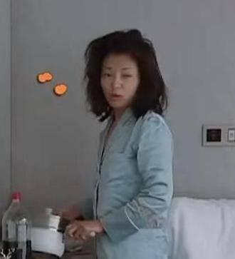 刘涛不化妆很通俗,脸部浮肿身体走样,就是一个家庭主妇的容貌!