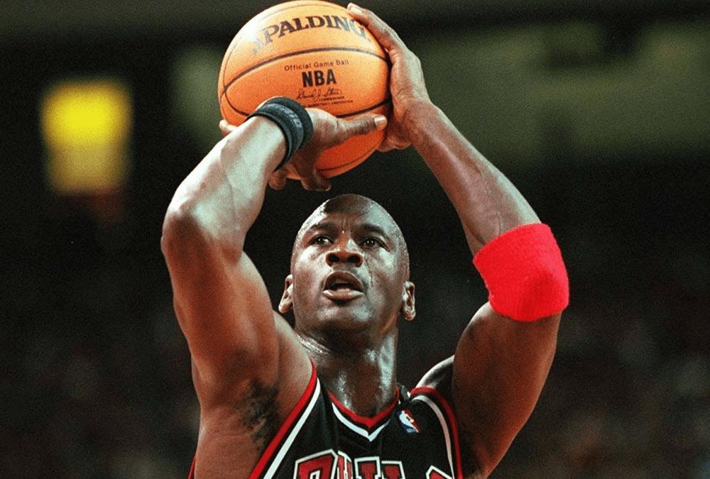 NBA成立至今已经七十余年,其中涌现了大量的优秀篮球运动员