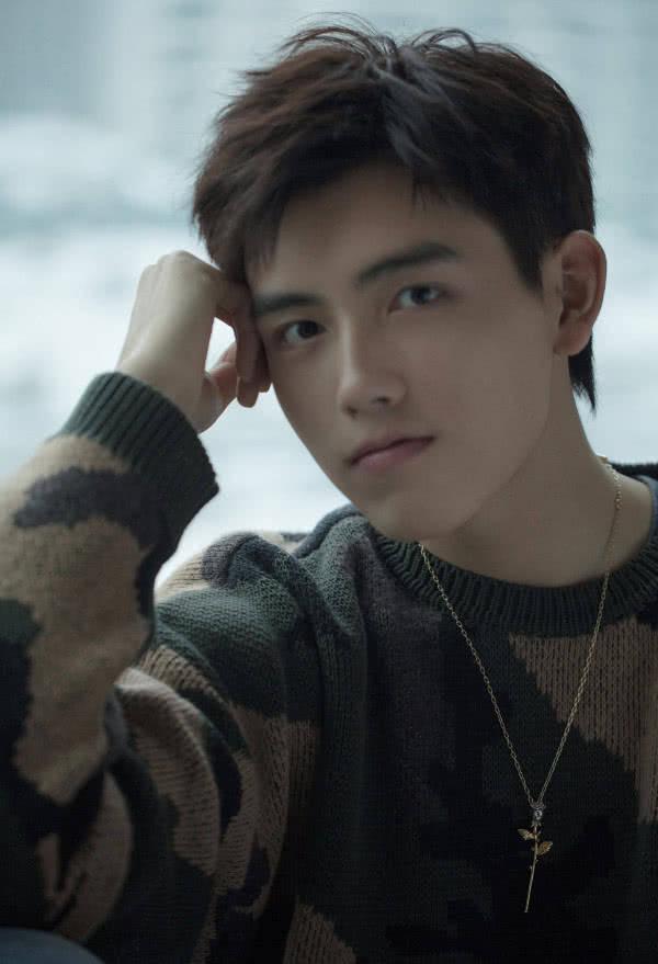 换个新发型变身纯良少年,陈飞宇这颜值绝了,粉丝:宁缺你穿越了?