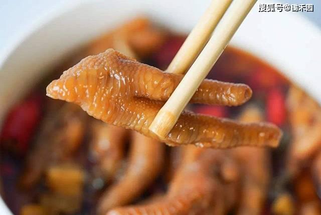 鸡只有2只鸡爪,怎么超市里的鸡爪没断过货?这些鸡爪哪来的?