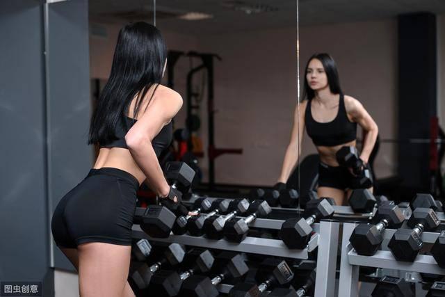 为什么建议你多做力量训练?女生坚持力量训练,身材能有多好?_肌肉