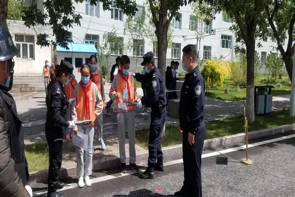 吉木乃县公安局圆满完成内初中班考试安保工作