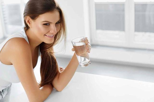 """喝水出现这3个""""信号"""",或提示身体不在状态,愿你一个不占"""