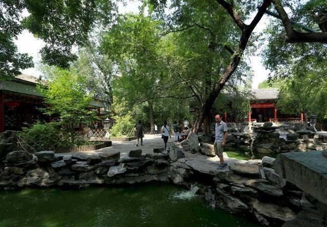天津最大的古建筑,具清代皇族色彩,有天津小故宫之称!