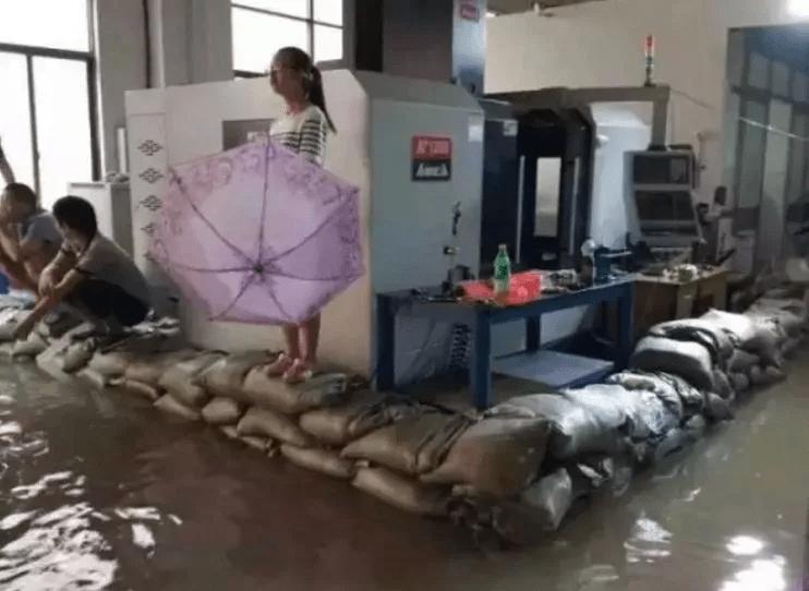 一系列暴雨 看广东模具厂怎么盖机床