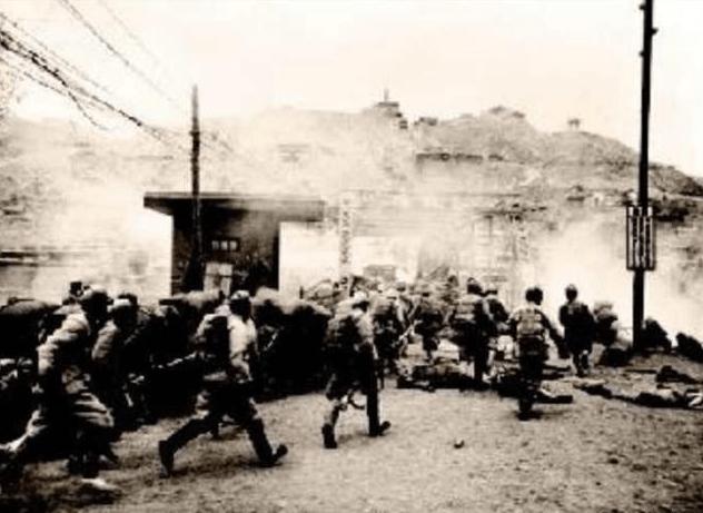 原创            叛将投敌仅十天,韦国清小试牛刀,4天灭指挥部,活捉司令
