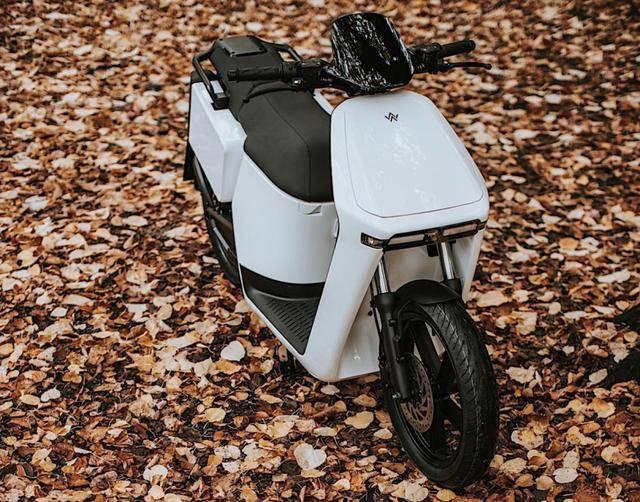 一辆外国电动摩托车每辆要3万元吗?或国产小牛和雅迪真香