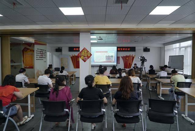 武昌理工學院黨員講師團成員給社區工作者上黨課 講述抗疫故事