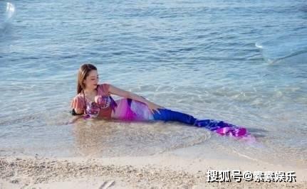 原创吉娜爱丽丝模仿美人鱼造型:身材凹凸有致,气质甜美优雅动人