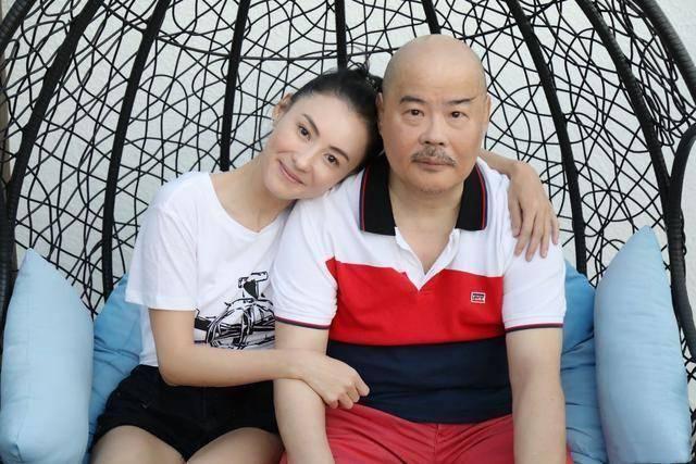 原创 张柏芝父亲节陪爸爸用餐,称他是男神,无论贫贱都会永远爱他
