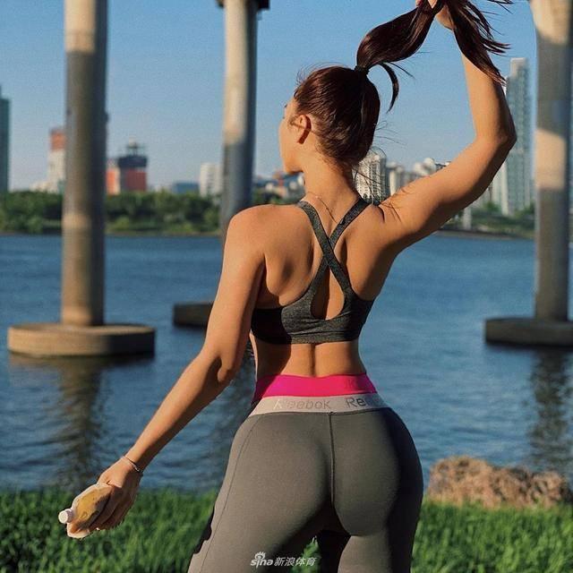 坚持练背的几个好处!这一组练背动作,让你练出美背,提升体态 减脂食谱 第6张