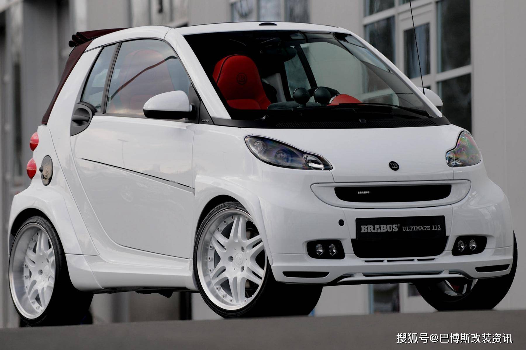 Brabus版的Smart 112外观更加动感,内饰充满赛车气息