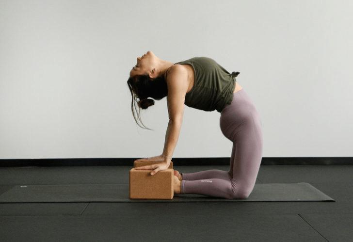 9大瑜伽体式,搭配瑜伽砖辅助训练轻松解锁,瘦身效果加倍噢_身体 知识百科 第6张
