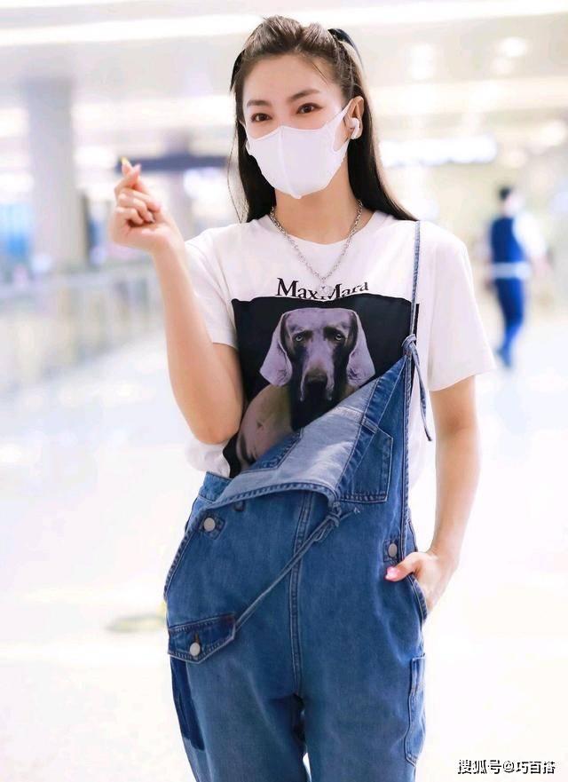 张雨绮现身机场,穿健美短裤变身潮水姐姐,又飒又随性