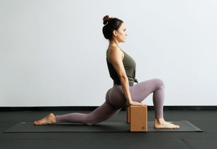 9大瑜伽体式,搭配瑜伽砖辅助训练轻松解锁,瘦身效果加倍噢_身体 知识百科 第4张