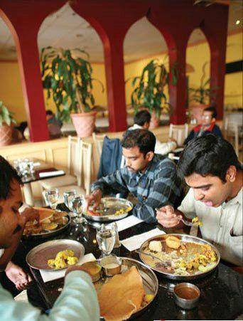 看了印度的街头美食,想不佩服都很难,网友说看完实在是受不了 增肌食谱 第1张