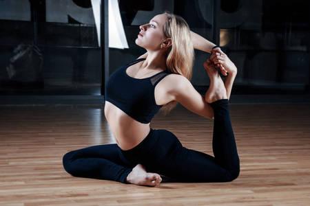 不知道如何释放压力?学会这7个瑜伽动作,练完之后心情豁然开朗_身体 知识百科 第1张