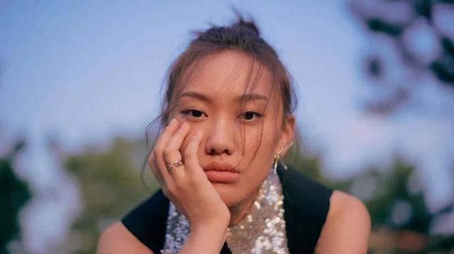 闫妮女儿邹元清:11岁初登荧屏,曾被嘲捧不红的她还能出圈吗?