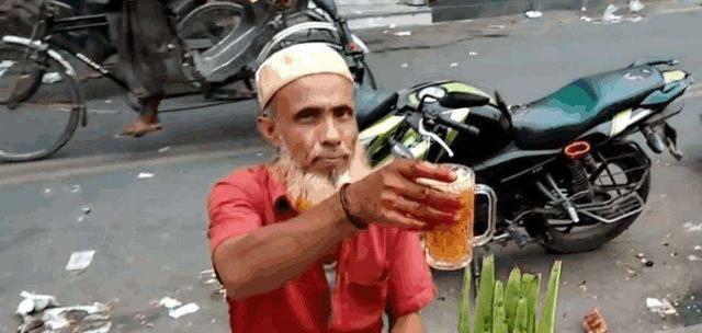 印度街头超火的特色饮料,看到做法,中国网友:白送都不想喝