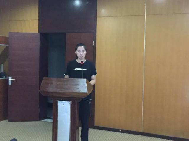 中国女排19岁天才少女登上讲台,背景深厚,郎平亲点她入国家队