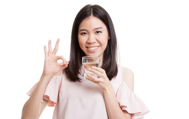"""原创多排尿可以""""清洗""""肾脏,那么多喝水,不会把肾脏累坏么?"""