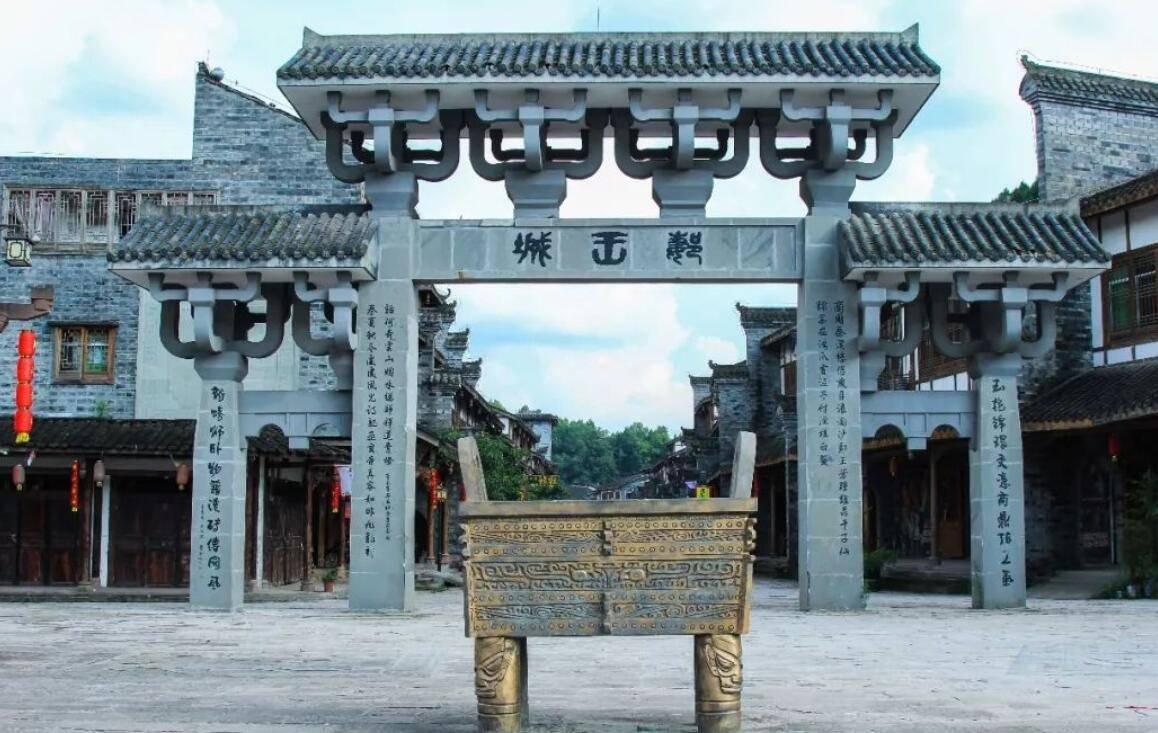 离成都2小时,周末休闲绝佳地郪江古镇,2000多年墓穴总数不下万座