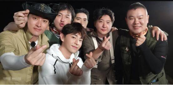 「贾乃亮」《青你2》THE9录制《极限挑战》!许佳琪坐贾乃亮身边神似李小璐