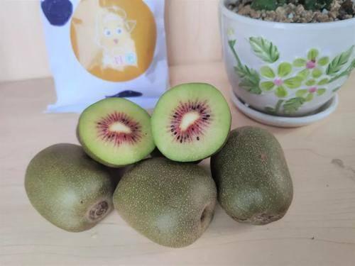 想要美容养颜,黄心猕猴桃和绿心猕猴桃选哪个?维生素C差一倍