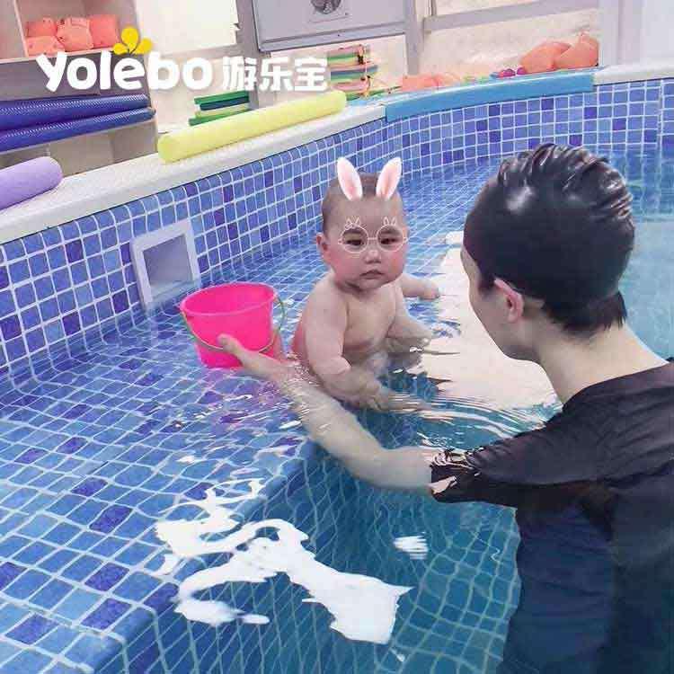 从来没进入婴儿游泳池的宝宝和家长们要注意啦!