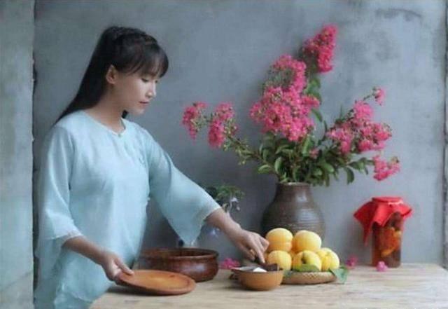网红李子柒上了小学试卷,家长的态度亮了,文化这样传承对吗