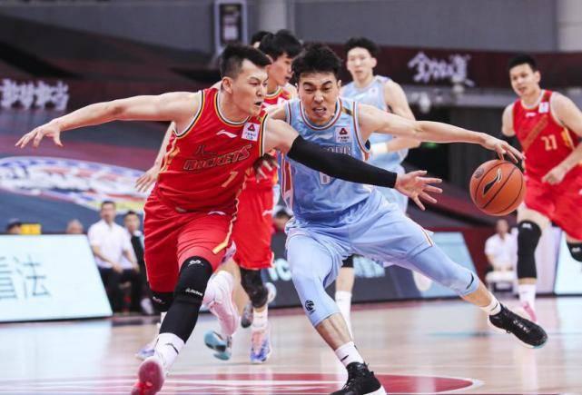 新疆男篮新外援正式露脸,第二阶段或能上台