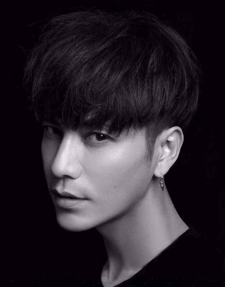 娱乐圈眼睛最好看的男星:鹿晗清澈,朱一龙温柔,而他最吸引人!
