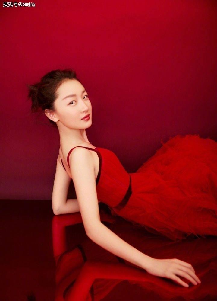 原创             穿上红裙的女明星更有吸引力,虽然只看一眼,但也让我心动了!