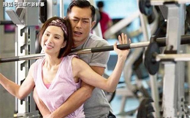 """李若彤健身过度:身材壮似""""金刚芭比"""",一巴掌拍死一个段誉!"""