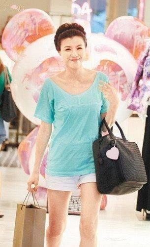 原创             陈豪真的很爱老婆,陈茵媺身材发福走样,还惯着给吃雪糕!