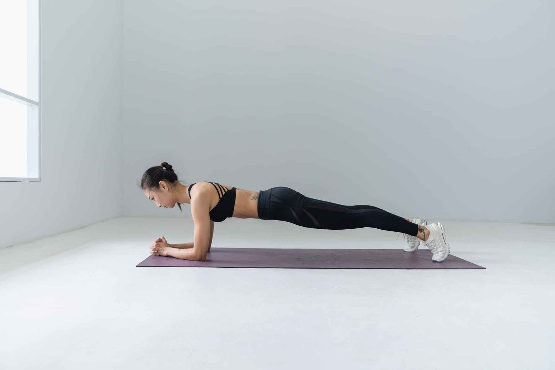 三问搞清平板支撑健身效果,你就不会盲目用它减肥、练腹肌!