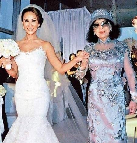 原创 李玟发伤感文字争引婚变猜测,与离异加拿大富商结婚多年未生子