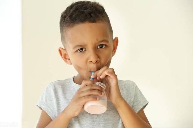 原创千万级好评,热卖榜第一的酸奶合适给娃喝吗?营养师测评让妈妈信服