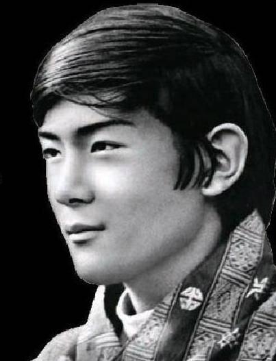原创 不丹老国王娶同胞四姐妹,均皮肤白皙像港星,最老的却最受宠!