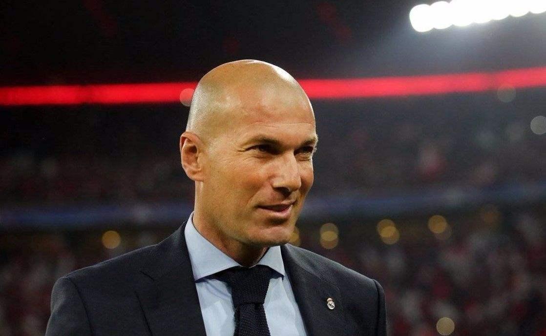 皇家马德里需要引进一名新的右后卫,并将目光转向了曼联