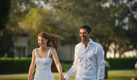 原创 盖茨女儿罕见秀身材,穿紫色吊带裙纤腰迷人,男友堪称最幸运女婿